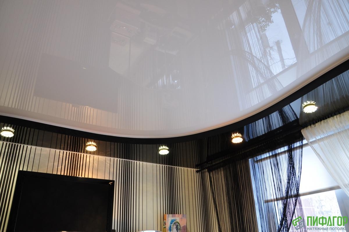 Натяжные потолки картинки для зала глянцевый двухуровневый